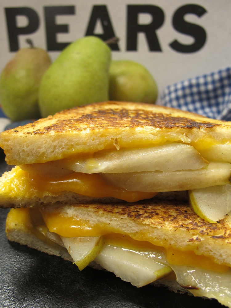 grilled-cheese-and-pears
